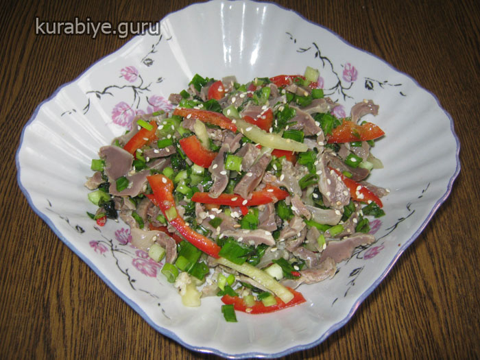 как приготовить салат из куринных желужков