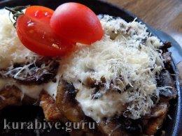 Отбивная в кляре с грибами в духовке