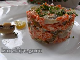 Салат с морковью, грибами и огурцами