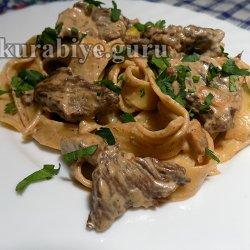 Паста с грибами и говядиной в сливочном соусе