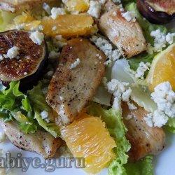 Цитрусовый салат с курицей и инжиром
