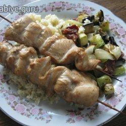 Куриные шашлычки с салатом из кускуса и запечённых овощей
