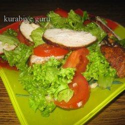Оригинальный салат с курицей и зеленью