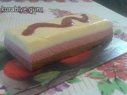 Шоколадно-малиновый десерт с малиновым кули