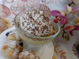 Ванильный крем-десерт с шоколадными пирожными