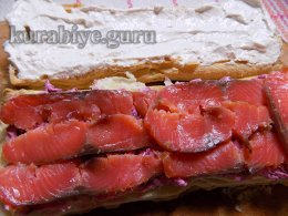 Закусочный торт с копчёной сёмгой и икорным кремом