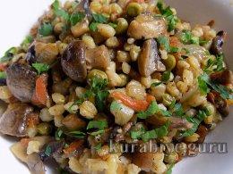 Перловая каша с грибами и овощами