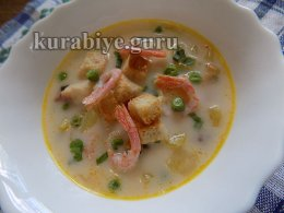 Суп с морепродуктами и зелёным горошком