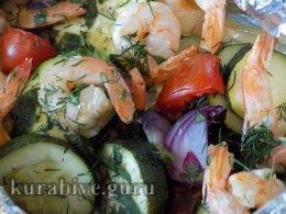 Креветки запечённые с овощами в духовке