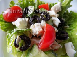 Средиземноморский салат с курицей