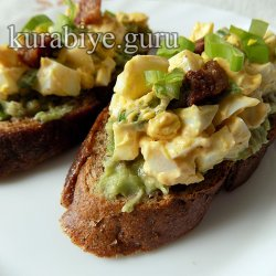 Гренки с яичным салатом
