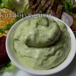 Соус из авокадо с кинзой