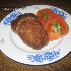 Котлеты с помидорами и колбасным сыром